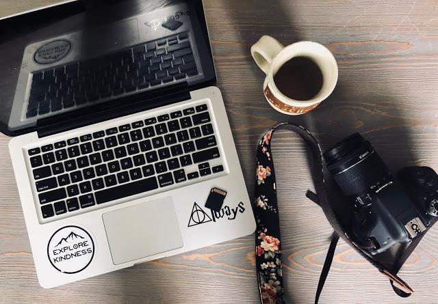 Laptop atau Kamera, Mana yang Harus di Beli Dulu buat Mahasiswa DKV ?