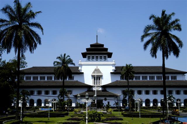 Daftar Perguruan Tinggi Swasta Jurusan DKV di Bandung